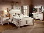 Wilshire Poster Bedroom Set (Antique White Finish)