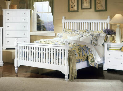 Cottage Collection Slat Poster Bed (Snow White Finish)